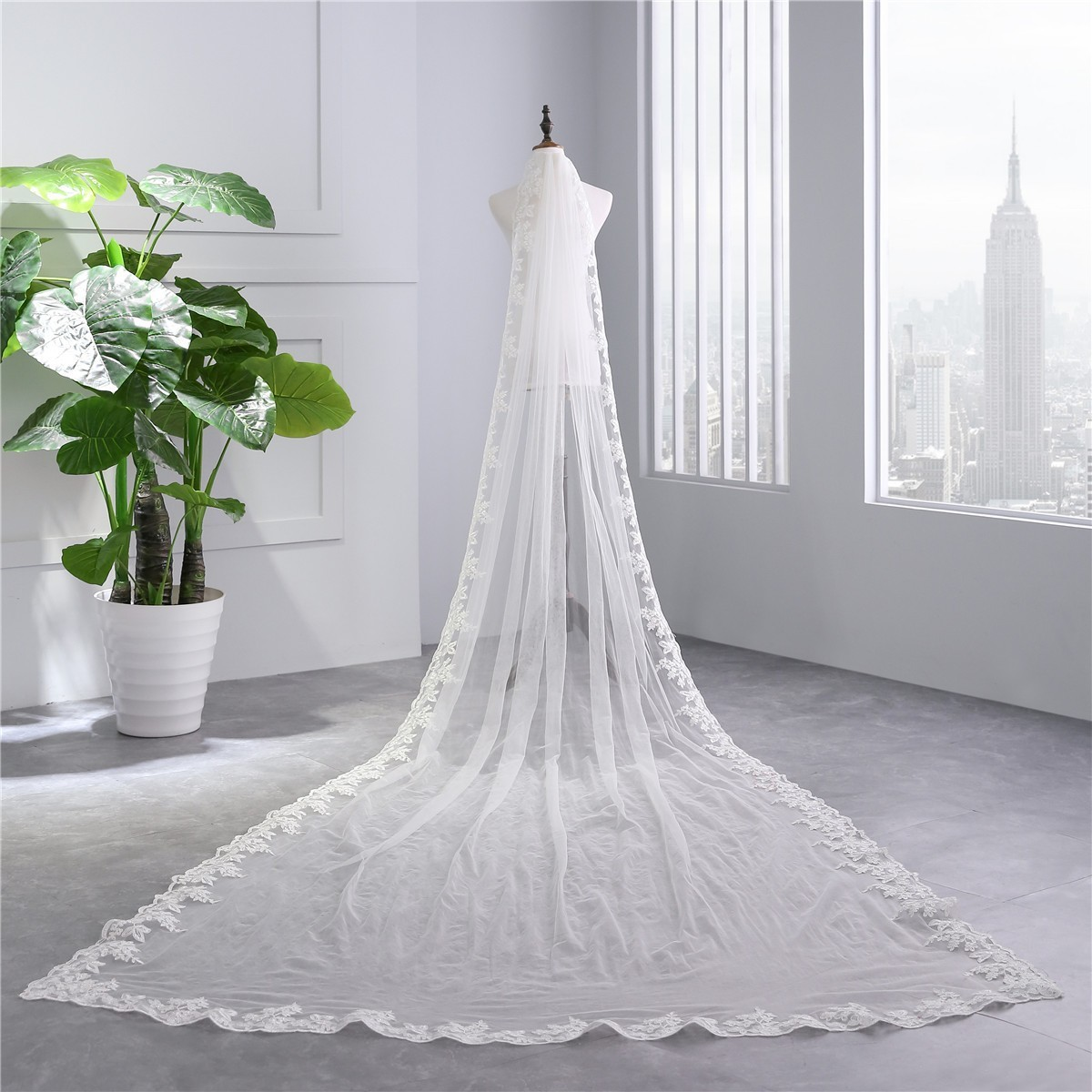Royal One tier Tulle Lace Wedding Bridal Monarch Cathedral Veil