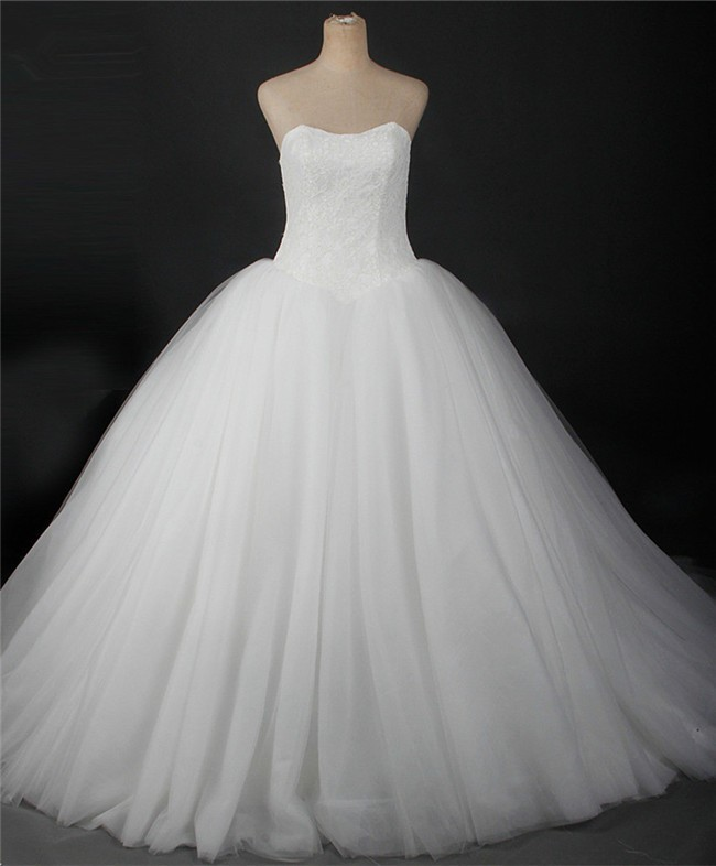 Simple Ball Gown Strapless Lace Tulle Puffy Wedding Dress