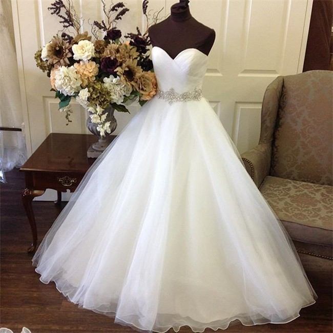 Simple ball gown strapless sweetheart tulle wedding dress for Wedding dress sashes with crystals