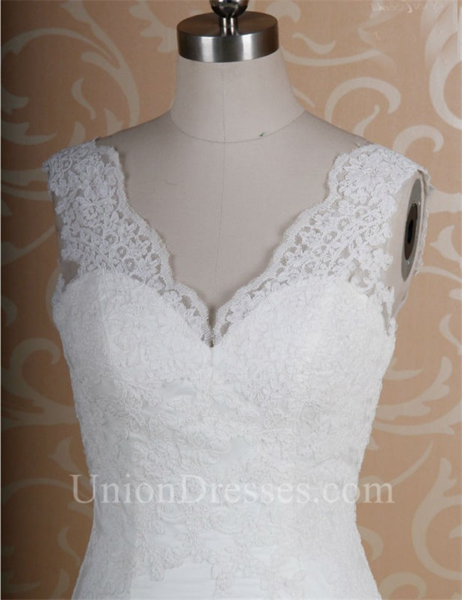 Mermaid Scalloped Neck Low Back Vintage Lace Wedding Dress Corset Back